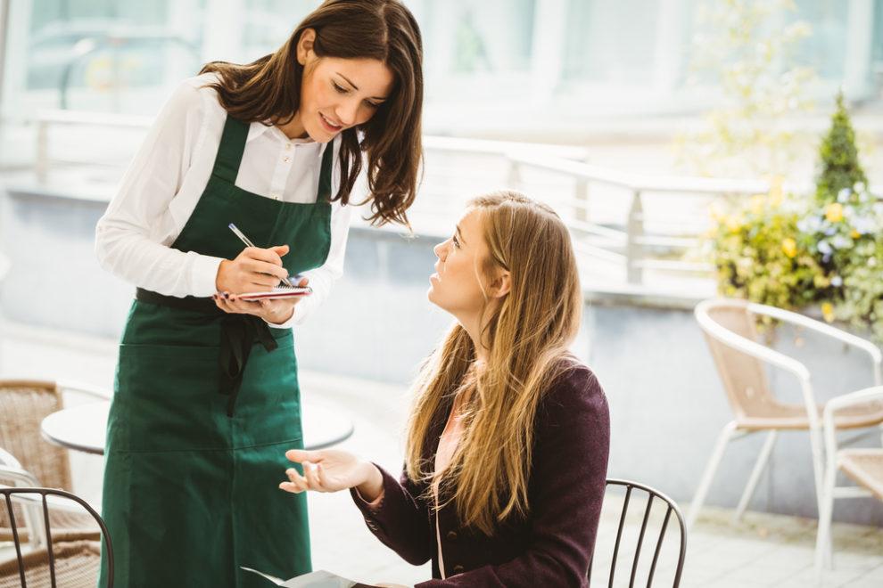 レストランで注文の確認をする時に使える接客英語フレーズ集